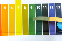 Indicator paper with alkaline testing