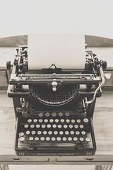 Black vintage typewriter - Credit to https://homegets.com/