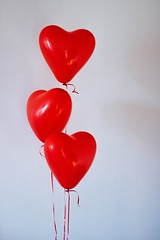 Three red heart balloons - Credit to https://homegets.com/