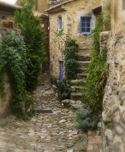 Saint-Montan street