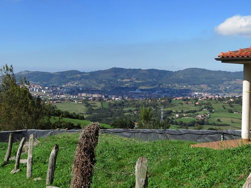 20190930 24 464 Salvator Berge Wald Hochhäuser Oviedo