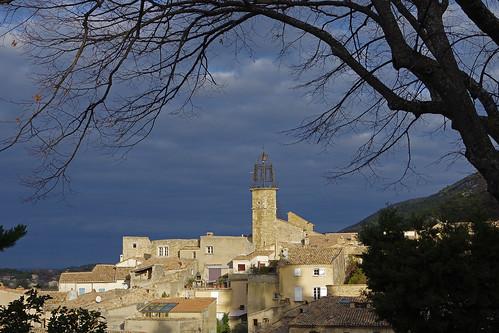 Venterol (Drôme) : le petit village et son clocher
