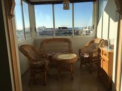 Fabuloso atico-duplex, muy soleado, en pleno centro para entrar a vivir. Cerca de todos los servicios, y de la playa.  Solicite más información a su inmobiliaria de confianza en Benidorm  www.inmobiliariabenidorm.com