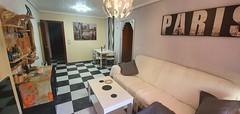 Gran salón comedor, soleado, con terraza abierta. Solicite más información a su inmobiliaria de confianza en Benidorm  www.inmobiliariabenidorm.com