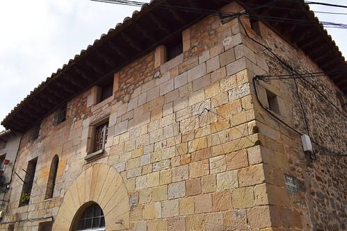 Edificio de la calle Alta (Puertomingalvo)