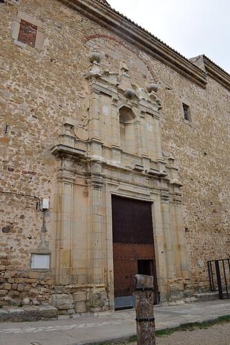 Portada de la iglesia de la Purificación y San Blas (Puertomingalvo)