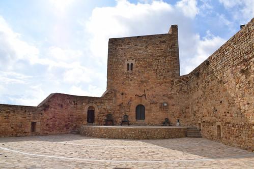 Patio de armas del castillo (Puertomingalvo)