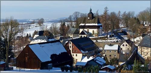Blick über Großrückerswalde mit der Wehrgangkirche