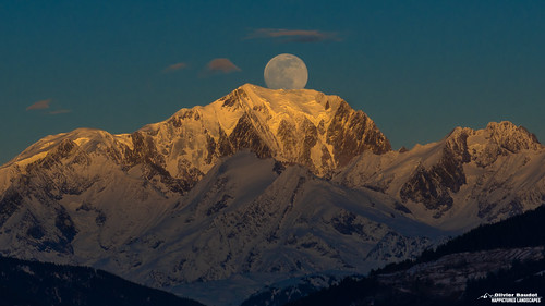 Pays de Savoie, full moon sur le Mont Blanc