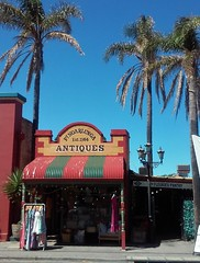 Port Noarlunga. An old 1920s shop built next to the old Institute erected 1924.  Port Noarlunga Antiques no longer occupies this shop.