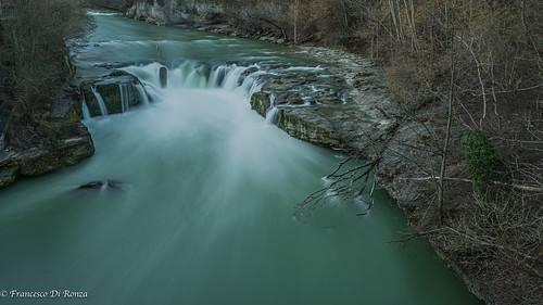 waterfall Thur .)2002/6284-7