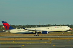 AIRBUS A330-302 - DELTA Airlines