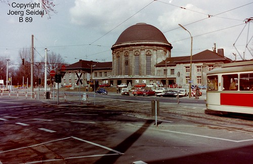 DE-50679 Köln-Deutz Deutzer Bahnhof KVB-Straßenbahnhaltestelle mit DÜWAG Triebwagen im März 1983
