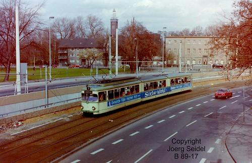 DE-50679 Köln-Deutz KVB Umleitungsstrecke Mindener  Straße mit DÜWAG Triebwagen im März 1983