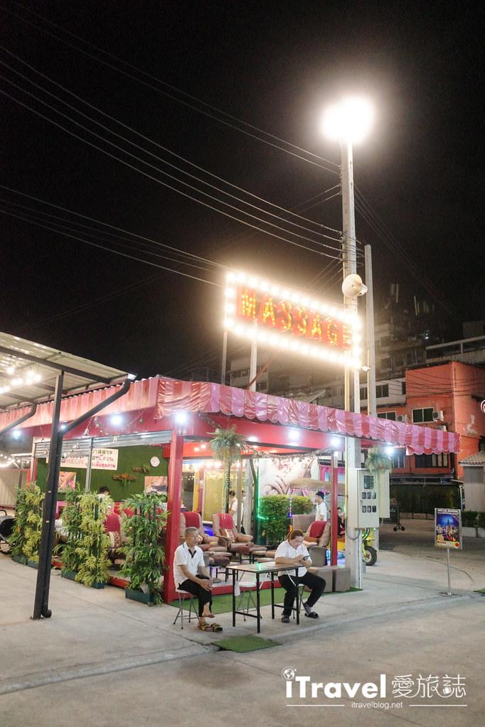 城中霓虹夜市Talad Neon Downtown Night Market (23)