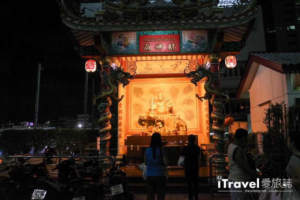 城中霓虹夜市Talad Neon Downtown Night Market (3)