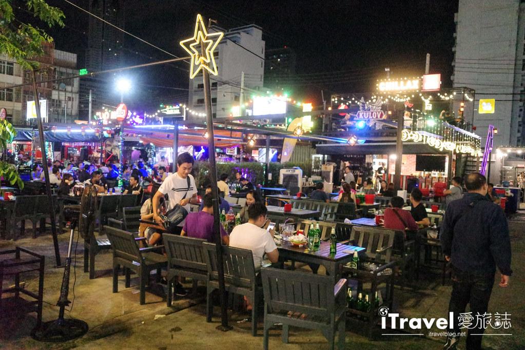 城中霓虹夜市Talad Neon Downtown Night Market (26)