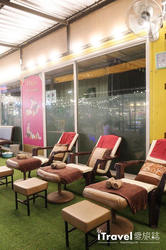 城中霓虹夜市Talad Neon Downtown Night Market (24)