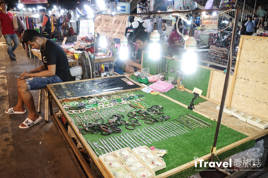 城中霓虹夜市Talad Neon Downtown Night Market (16)