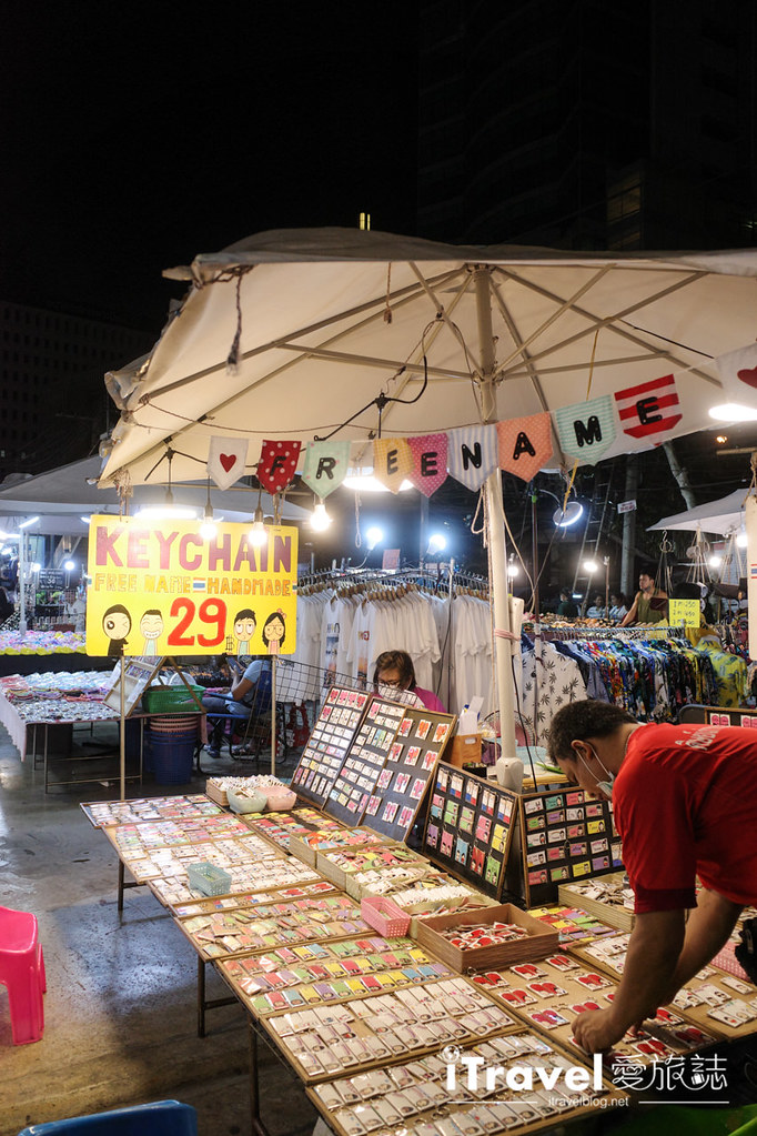 城中霓虹夜市Talad Neon Downtown Night Market (11)