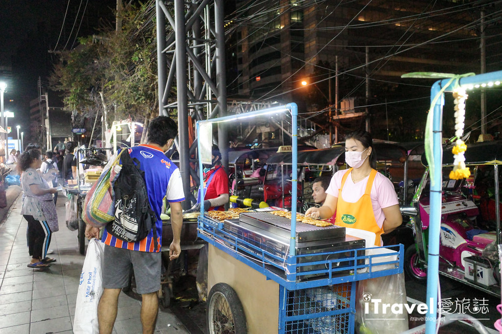 城中霓虹夜市Talad Neon Downtown Night Market (8)