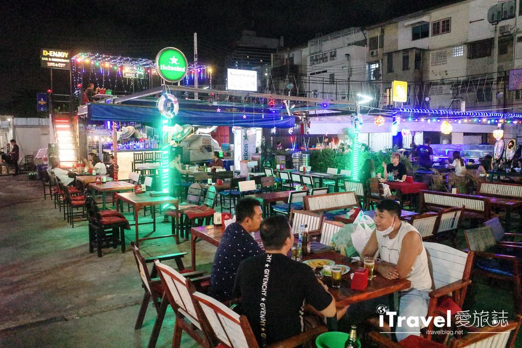 城中霓虹夜市Talad Neon Downtown Night Market (25)