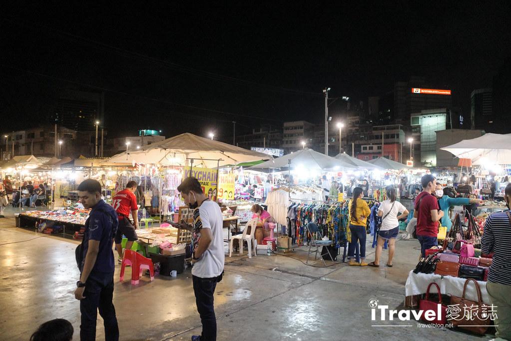 城中霓虹夜市Talad Neon Downtown Night Market (9)