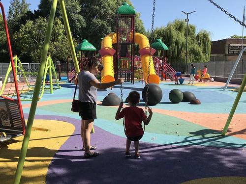 Horacio Rodríguez Larreta recorrió el nuevo patio de juegos de Plaza Unidad Latinoamericana