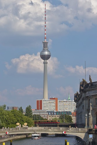 2018-08-04 DE Berlin-Mitte, Spree, Monbijoubrücke, Berliner Fernsehturm, S-Bahn Berlin