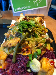 A rich vegetable mix from the vegan buffet at Sattgrün in Cologne