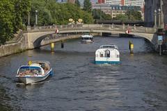 2018-08-04 DE Berlin-Mitte, Spree, Monbijoubrücke, Prins Bernhard 05603950, Stern 04804980, Pegasus 05114010