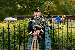Edinburgh: Scottish bagpiper