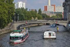 2018-08-04 DE Berlin-Mitte, Spree, Monbijoubrücke, Stern 04804980, Adele 04803100, Pegasus 05114010