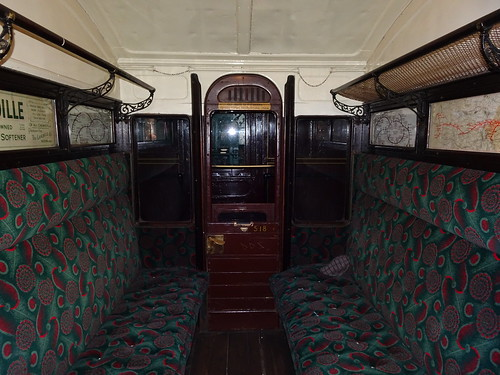 "Metropolitan Railway ""Ashbury"" bogie 3rd class compartment No.400"