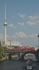 2018-08-04 DE Berlin-Mitte, Spree, Berliner Stadtbahn, Berliner Fernsehturm, DB Regio, Nostalgie 05613000