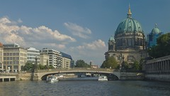 2018-08-04 DE Berlin-Mitte, Spree, Friedrichsbrücke, Berliner Dom, Condor 05600370, Pergamon 04806370