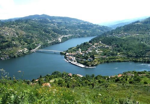 Ponte de Mosteirô, Rio Douro, Porto Antigo, Portugal.