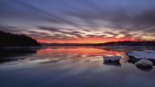 Lever du jour le long de la rivière Saguenay
