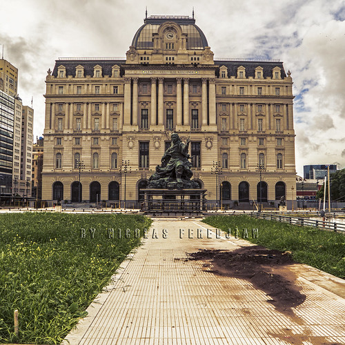 Kirchner Cultural Centre - Former Central Post Office. In front, the Monument to Juana Azurduy, which was previously behind the Casa Rosada (Goverment house) and was moved to here