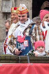 Kölner Karneval mit Zugleiter Holger Kirsch mit Headset und Mikrofron an der Severinstorburg