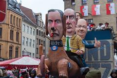 Politischer Rosenmontag: AFDP - Rechter Politiker Bernd Höcke als Hund läuft Hass und Hetze hinterher, mit Gauland & Kemmerich auf dem Rücken