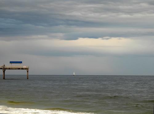 2020-02-19_N0461_sailing-below-clouds