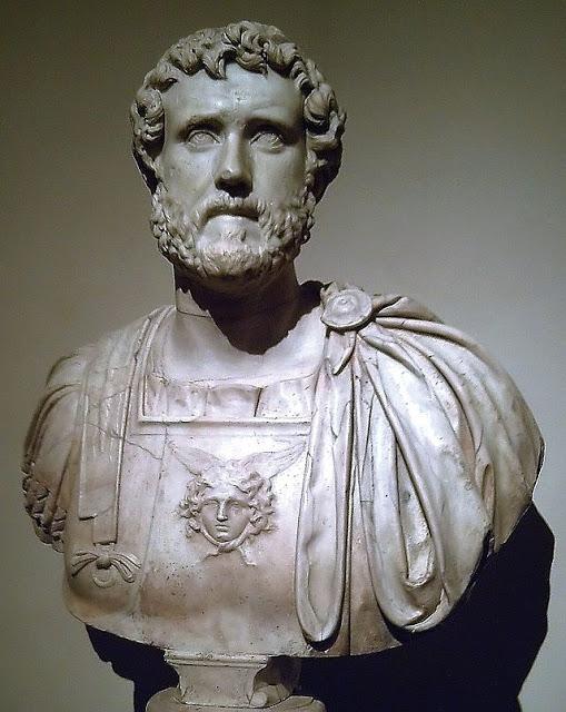 أنطـــونيوس بيـــــوس