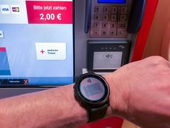 Bargeldlos, schnell und sicher für Fahrkarten bezahlen: mit dem Smartwatch von Garmin und dem Garmin Pay System