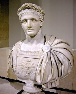 11 - الإمبراطور الروماني دوميتيان ( 81م - 95م ) .