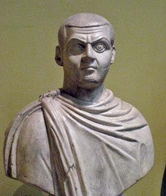 MAXIMINVS IIالإمبراطور مكسيمينوس الثاني -