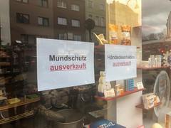 Mundschutz und Händedesinfektion in Kölner Apotheke ausverkauft wegen Coronavirus