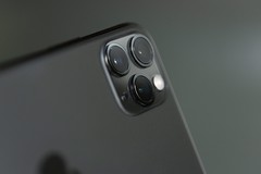 Close up phography of a grey iphone xi - Credit to https://homegets.com/