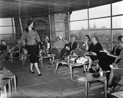 03-03-1955_13149 Modeshow Metz & Co