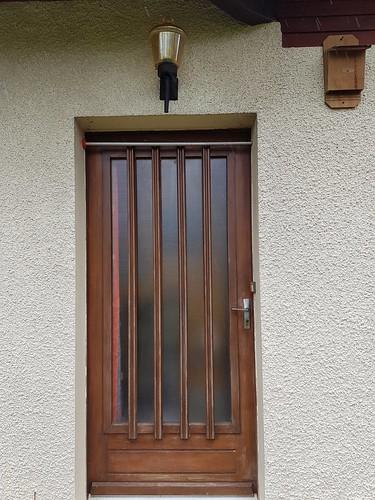 Porte d'entrée et nichoir à pipistrelles pour le thème de mars